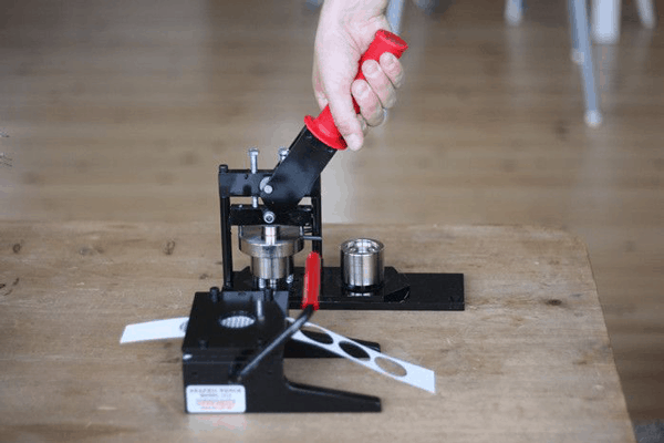 process-of-using-a-button-maker