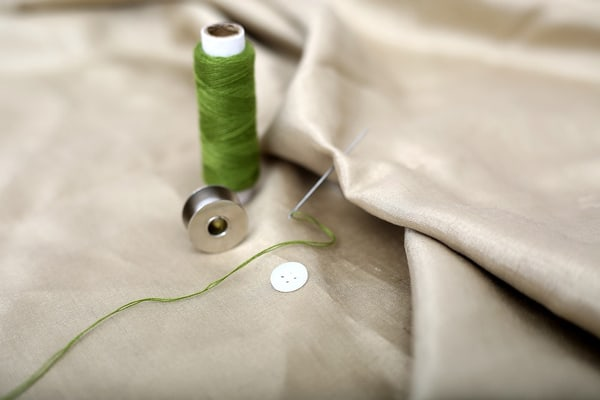 thread-an-embroidery-needle